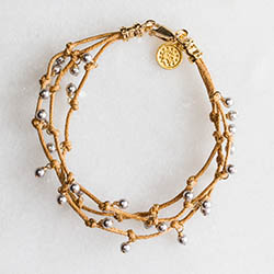 Bracelet_G_Gray_Pearl_3_Strand_Lt_thumbnail